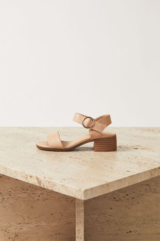 BUCKLE HEEL in colour TAN