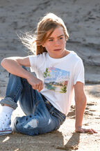 JUNIOR GIRL HAWAII TEE in colour CLOUD DANCER